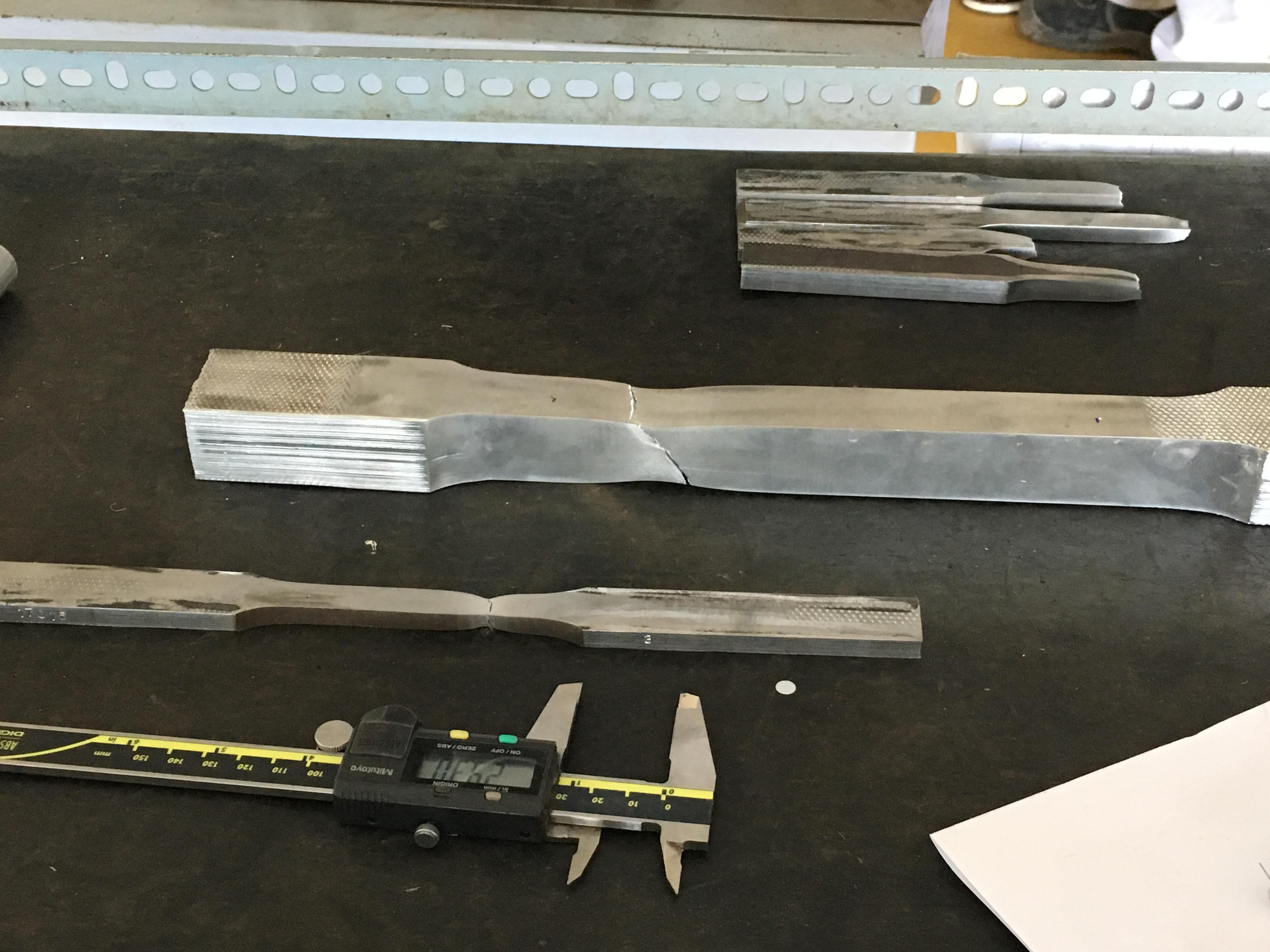 Proef: aluminium doormidden trekken