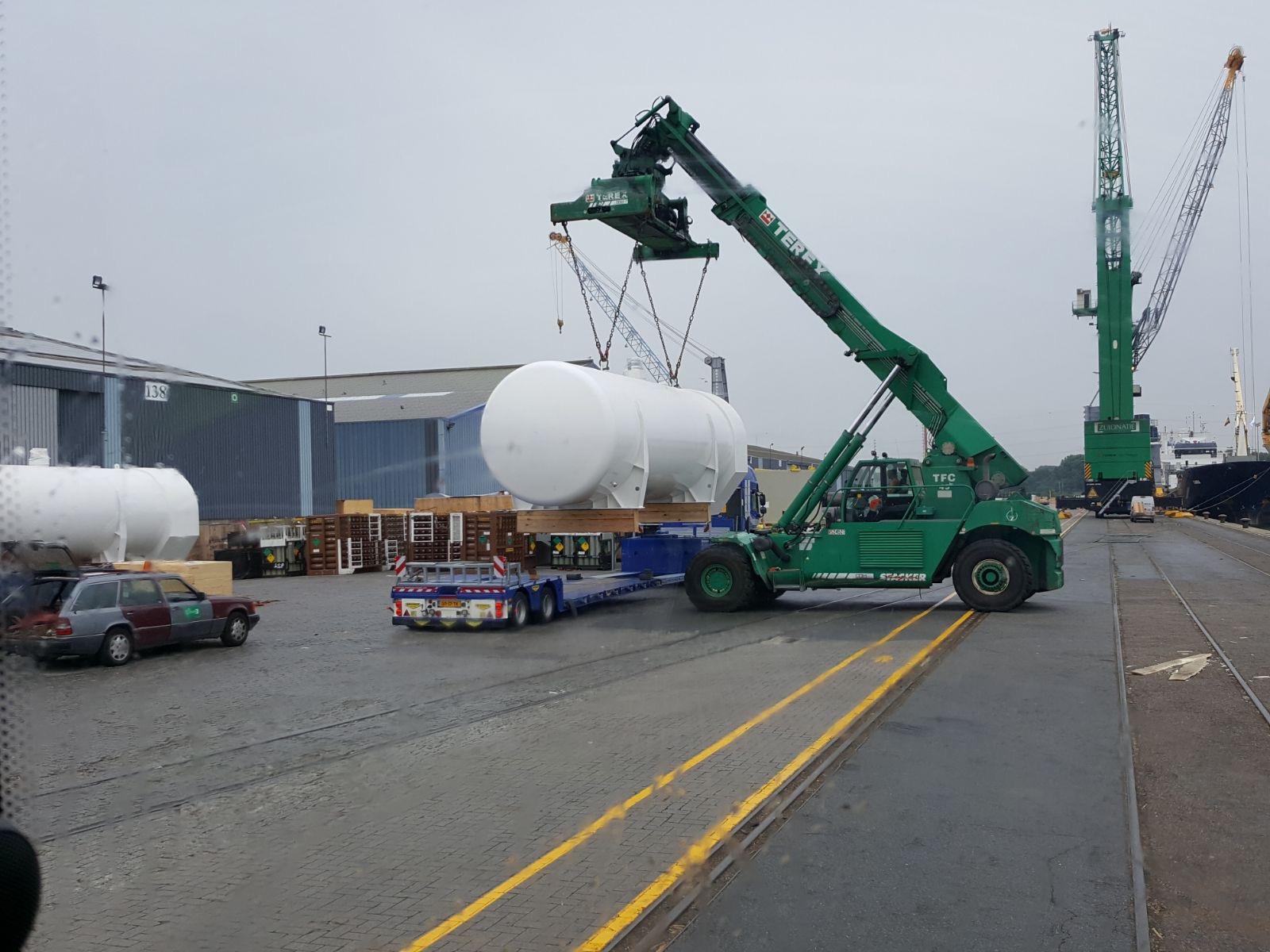LNG-tanks onderweg naar Vietnam