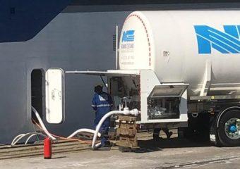 Mijlpaal: eerste keer LNG laden op Willem Barentsz